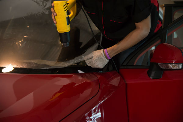 Applying Car Window Tinting